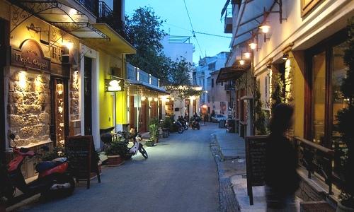 Ocio en Atenas: te recomendamos una visita al barrio de Psiri, donde se vive un agradable ambiente.